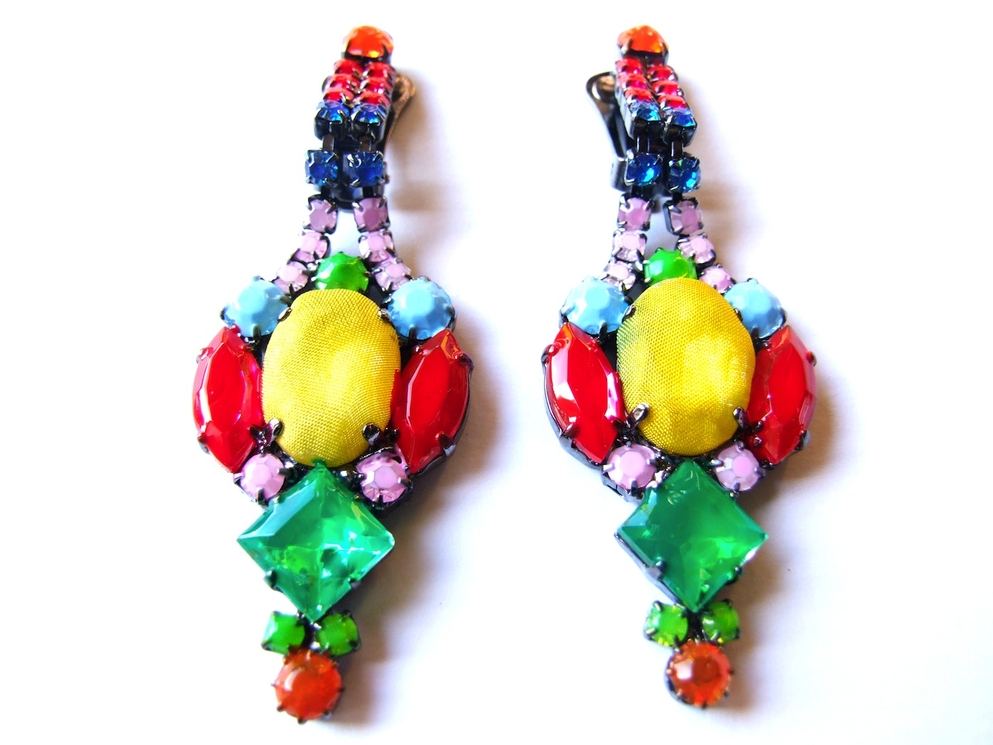 en om coloured colourful big kategorie earrings