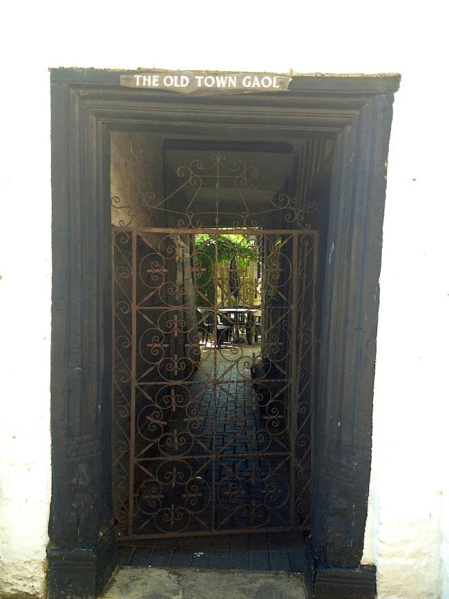 2 Sandwich town - garden through the door