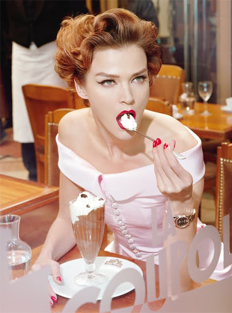 Carmen_Kass_by_Miles_Aldridge_(A_Precious_Glam_-_Vogue_Italia_March_2011)_12