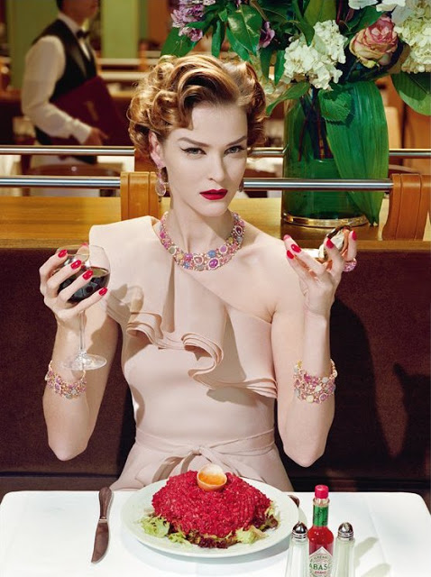 Carmen_Kass_by_Miles_Aldridge_(A_Precious_Glam_-_Vogue_Italia_March_2011)_2