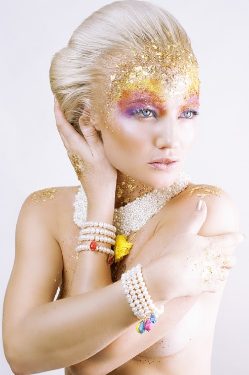 Beauty-Gold-On-The-Rocks-1