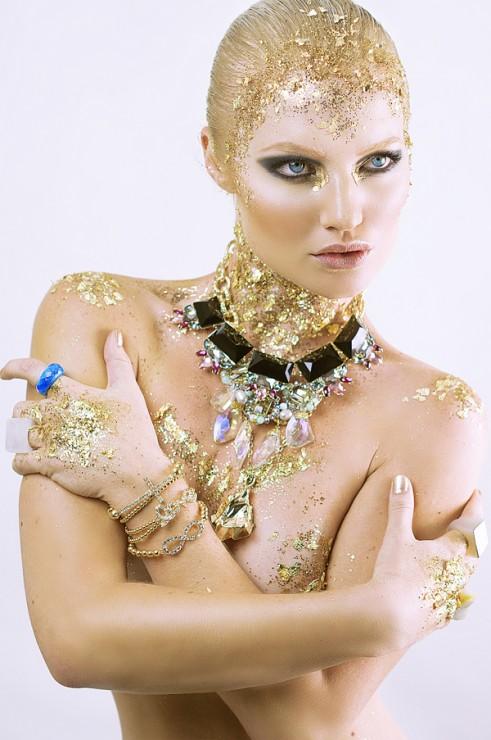 Beauty-Gold-On-The-Rocks-2