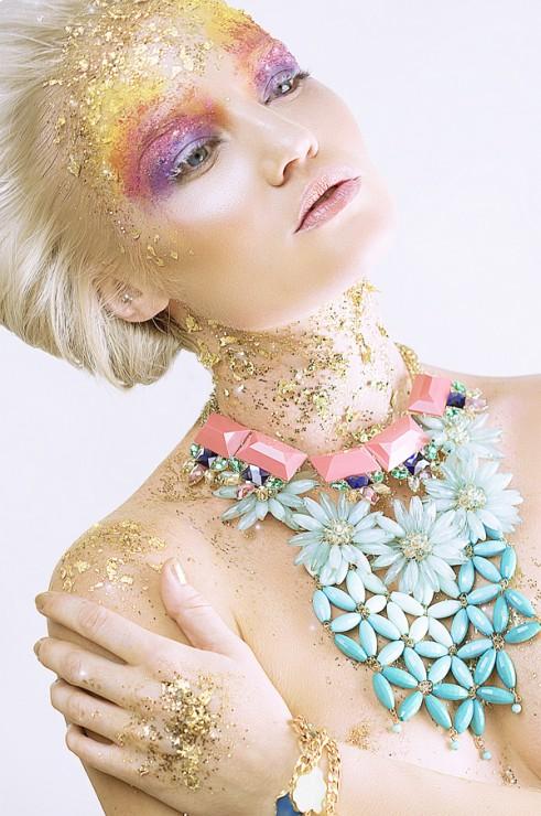 Beauty-Gold-On-The-Rocks-3