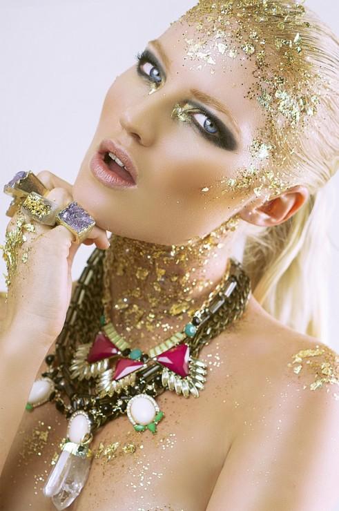 Beauty-Gold-On-The-Rocks-4
