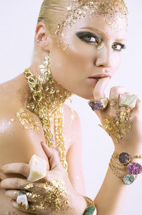 Beauty-Gold-On-The-Rocks-6